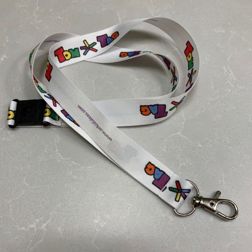 white lanyard with tomtag logo and clip